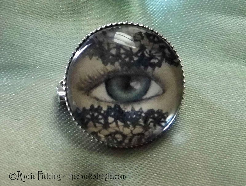 LACE VEIL EYE BROOCH - 20mm ROUND