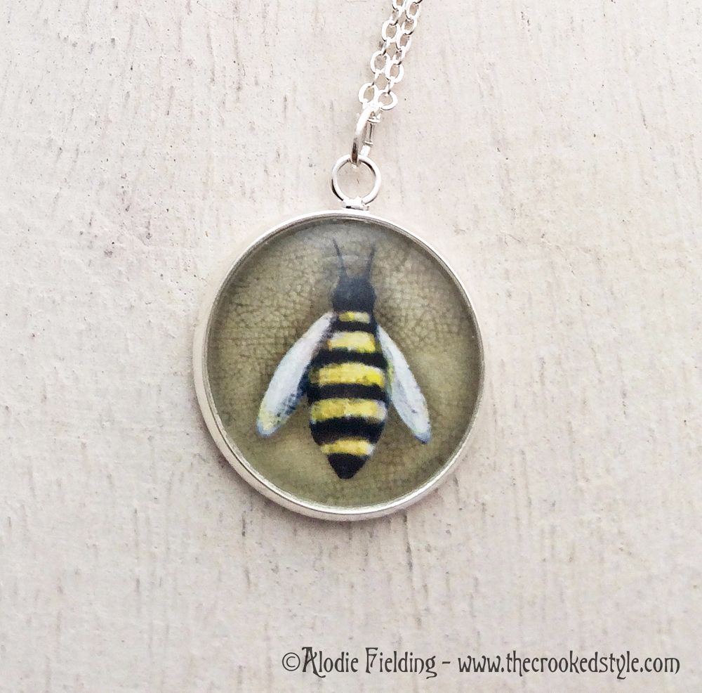 BUMBLE BEE ( OCHRE BACKGROUND )