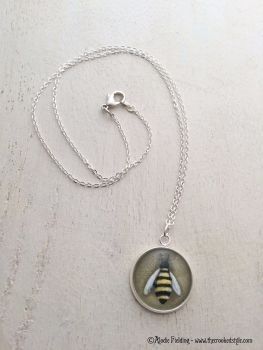 BUMBLE BEE WITH OCHRE BACKGROUND - PENDANT