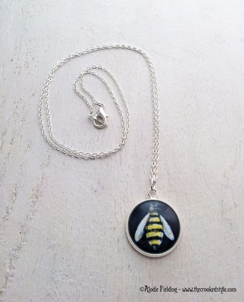 BUMBLE BEE BLACK BACKGROUND - 20mm SILVER PLATED  PENDANT