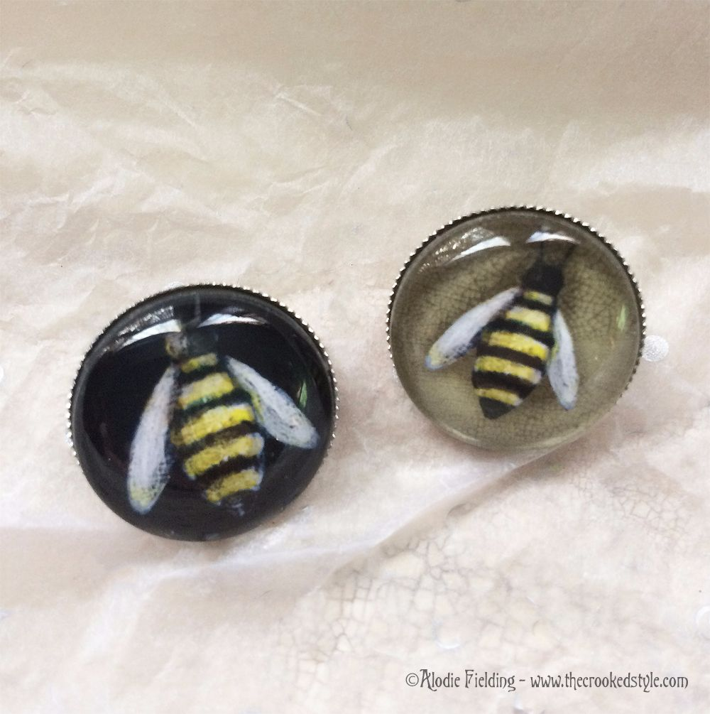 BUMBLE BEE BLACK BACKGROUND - BROOCH