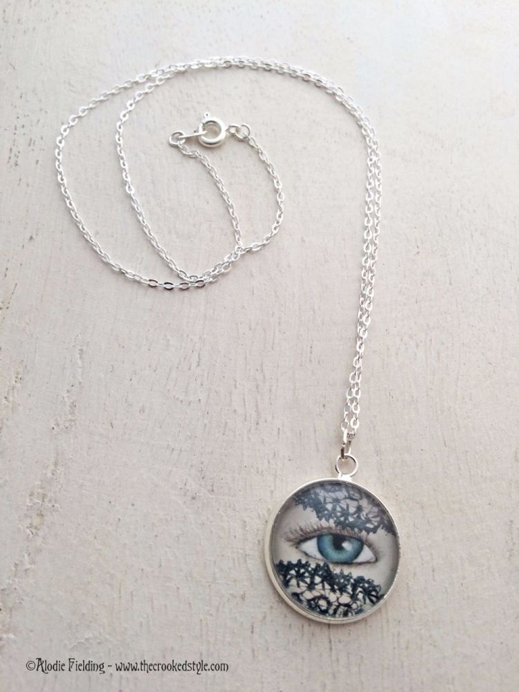 LACE VEIL EYE PENDANT - 20mm SILVER PLATED