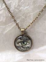 LACE VEIL EYE PENDANT