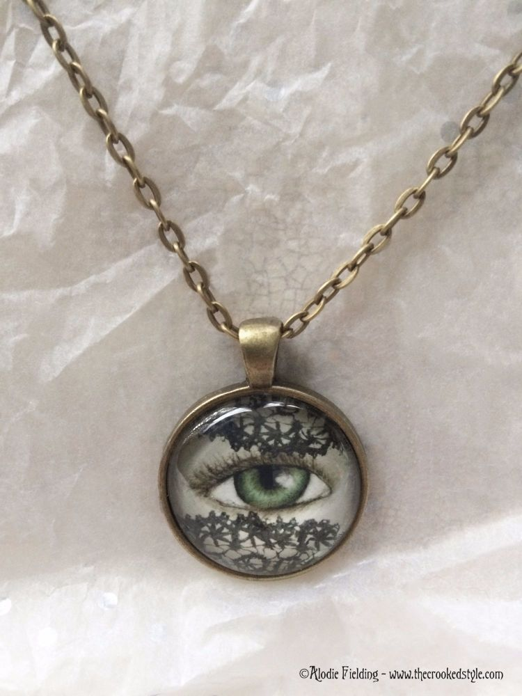 LACE VEIL EYE PENDANT - 25mm ANTIQUE BRONZE