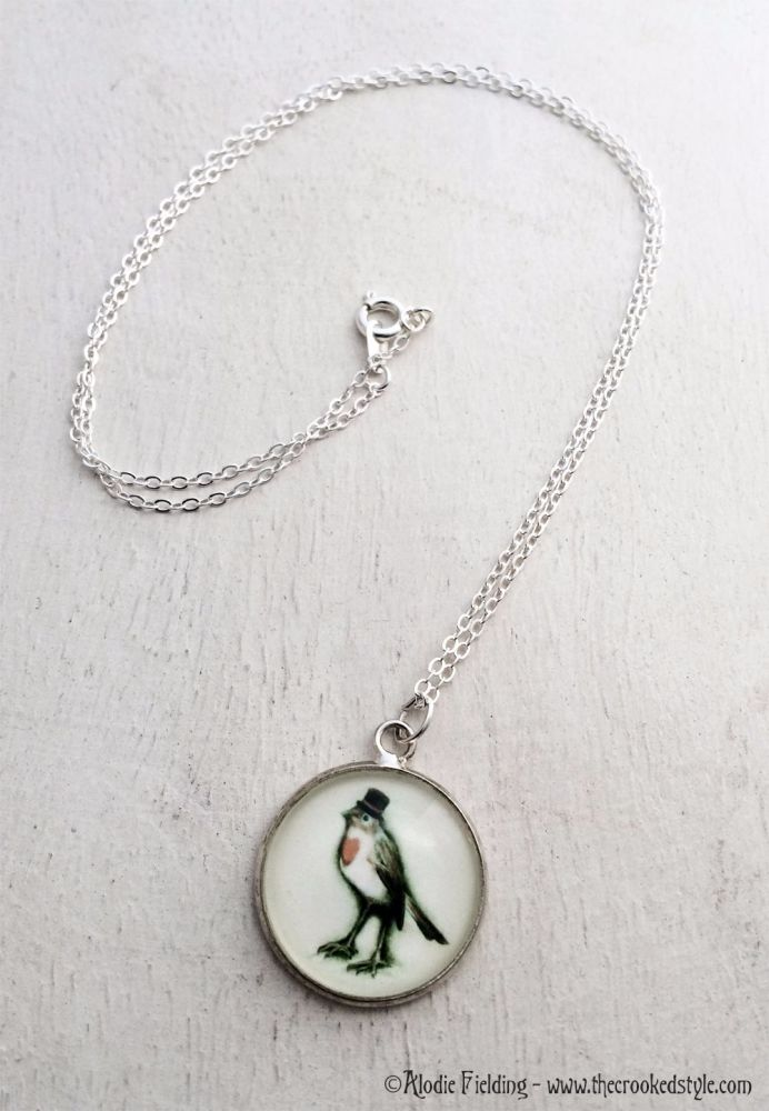 ROBIN IN A TOP HAT - 20mm SILVER PLATED PENDANT