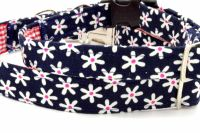 Navy/white daisies