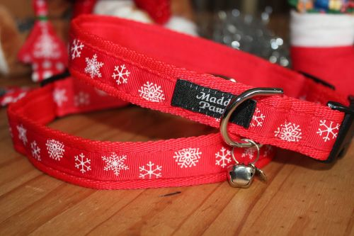 Red Snowflakes Collar