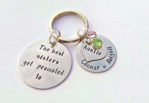 The best sisters get promoted to Auntie keyring