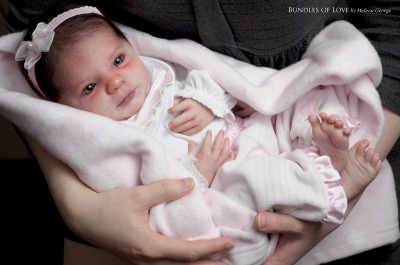 Newborn Eliza by Denise Pratt