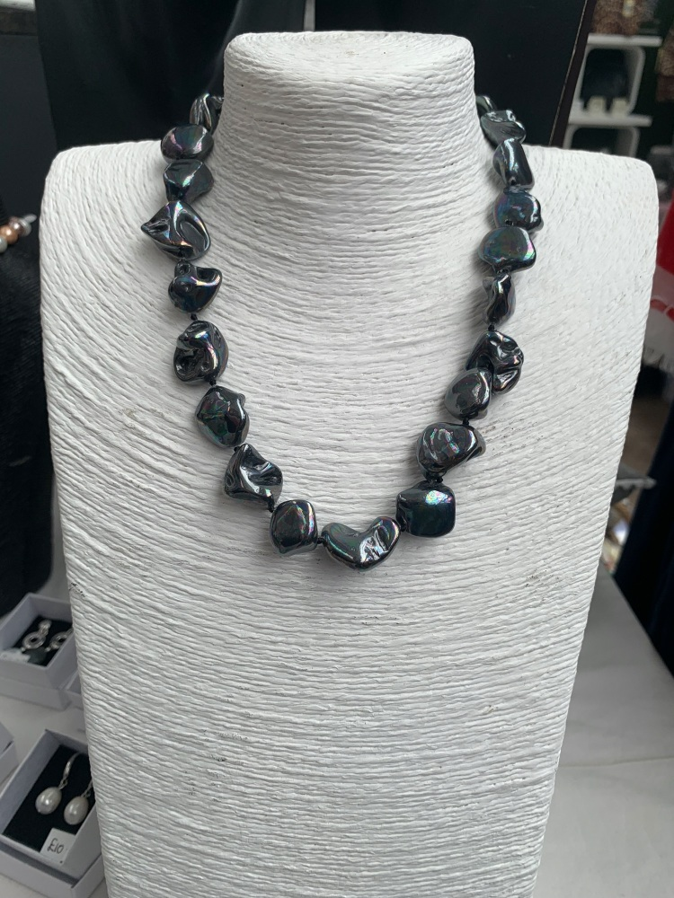 Chunky Mother Of Pearl Necklace - Black