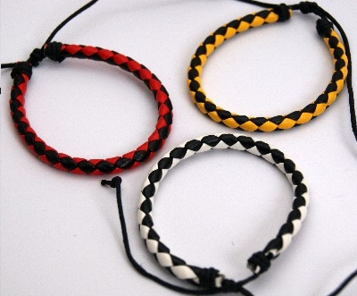 Round adjustable bi-coloured leather plait wristbands