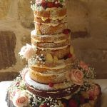 naked cake with shortbread hearts 2