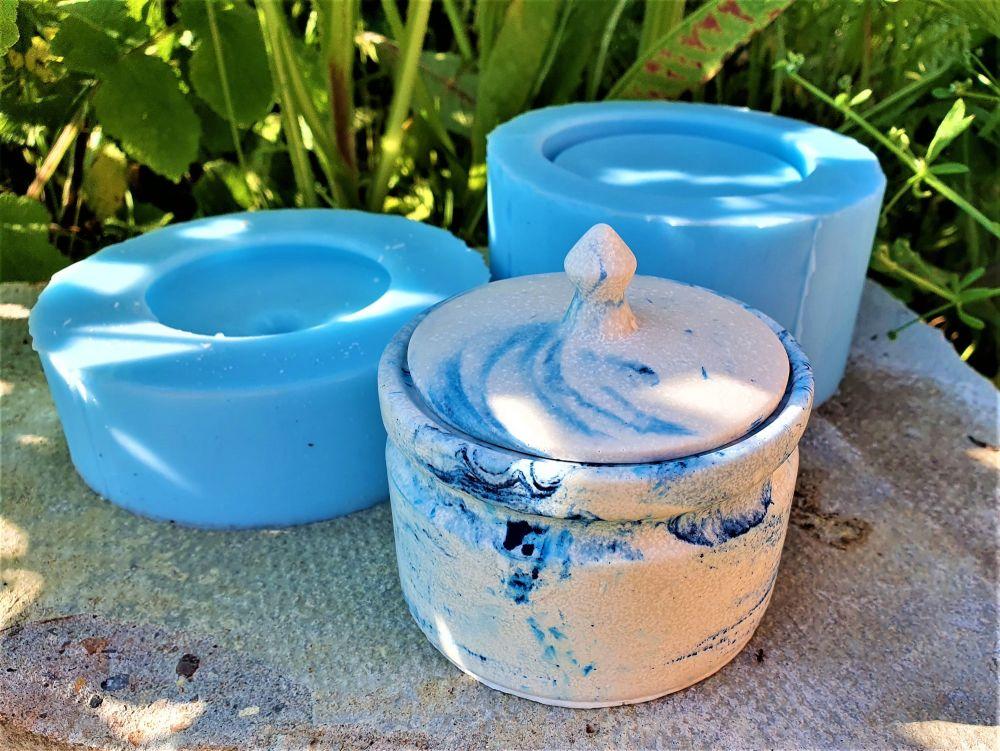 Trinket pot with lid
