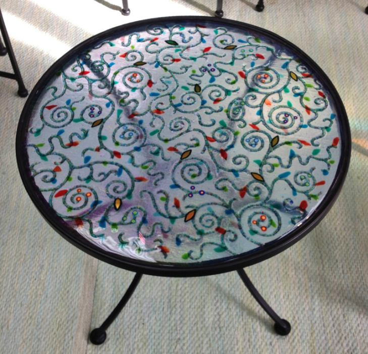 round blue frond table