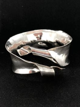 .Silver Ribbon Cuff