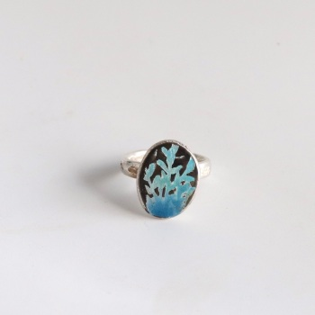 Enamel Nugget Ring with Leafy Design