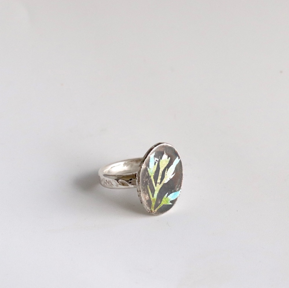 Enamelled ring with thistle design