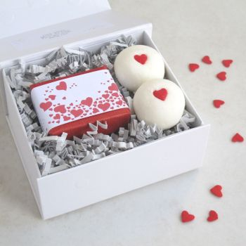 Romantic Hearts Bathtime Bliss Gift Set