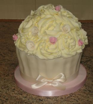 large cupcakepink and ivory roses