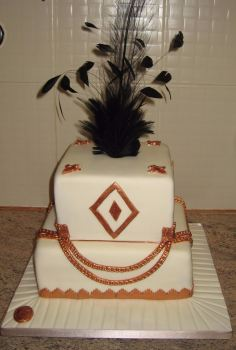 Black feather gold chain cake