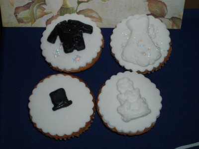 cc bride and groom cupcakes