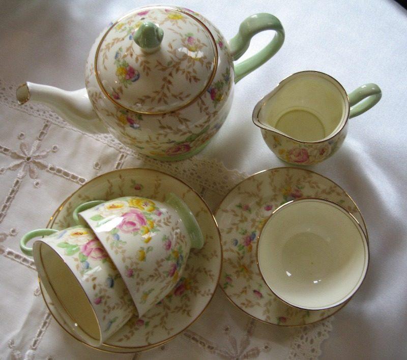 yellow and green tea set