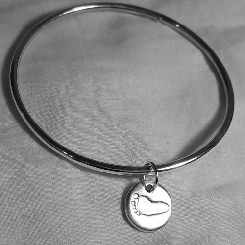 Classic bangle with footprint charm