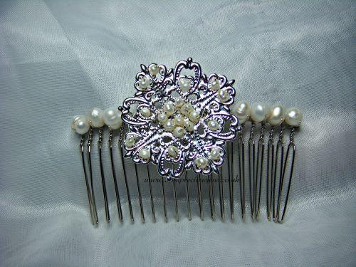 Fancy Flower & Pearl Hair Comb