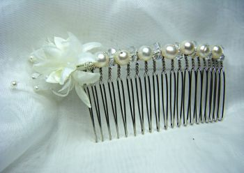 White Pearl & Baby's Breath Flower Hair Comb