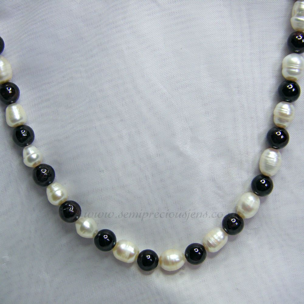 Garnet and White Freshwater Pearls Necklace