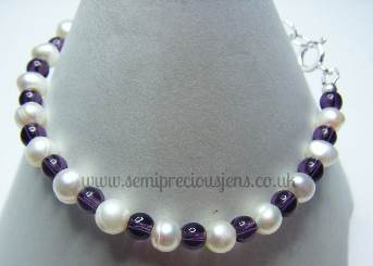 White Pearls and Violet Glass Beads Bracelet