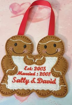 Couple Gingerbread holding message