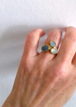 Aquamarine and 22k gold ring