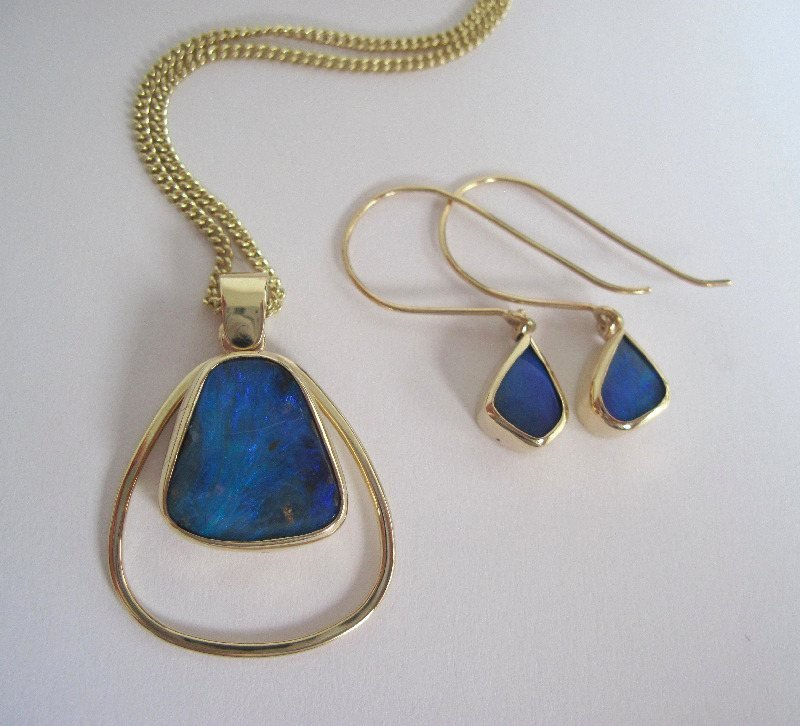 18ct Gold And Opal Set