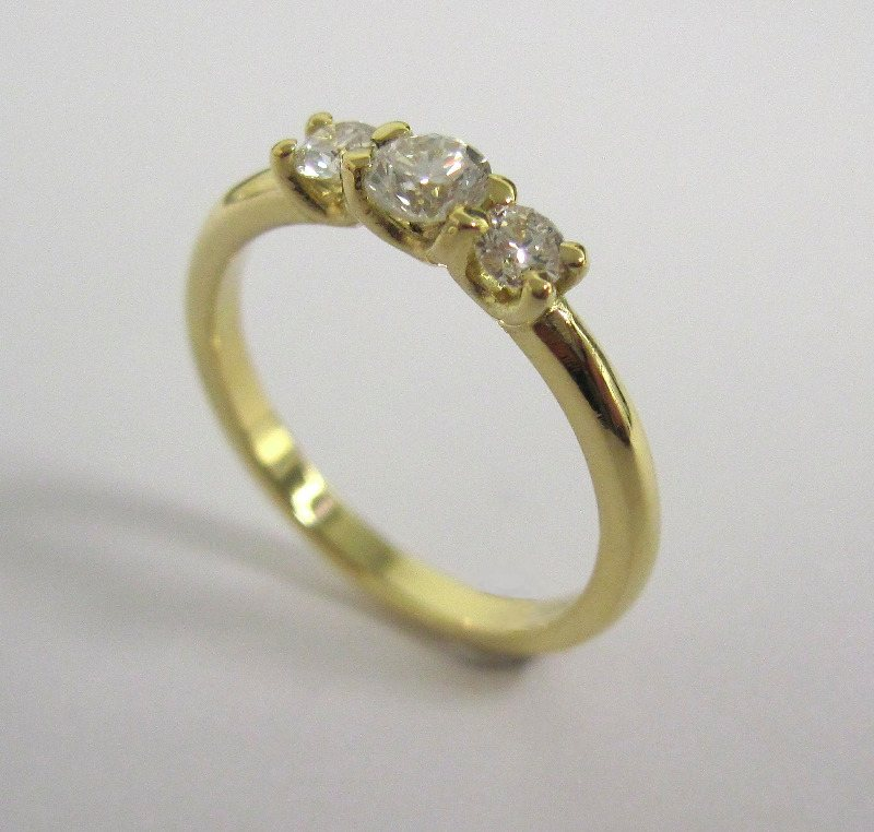 Diamond and 18ct Yellow Gold 3 Stone Ring
