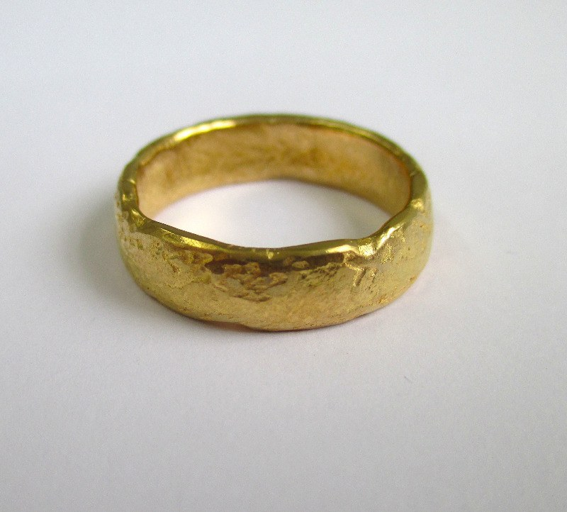984154809989f 22ct Yellow Gold 5mm Rustic Organic Ring