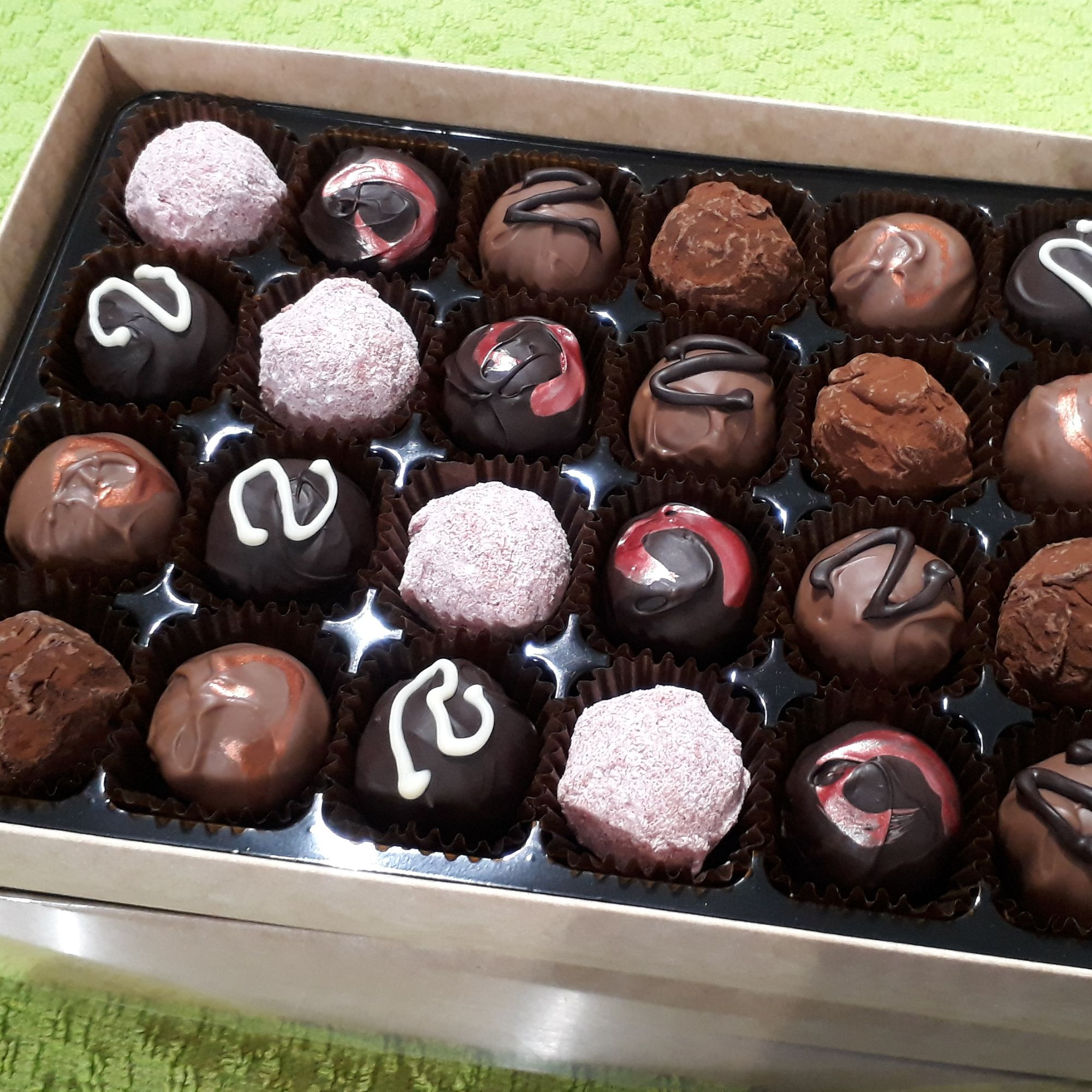 Liqueur truffle selection box