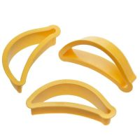 Decora BANANA PLASTIC COOKIE CUTTER, 6 units @ £0.96 per unit.