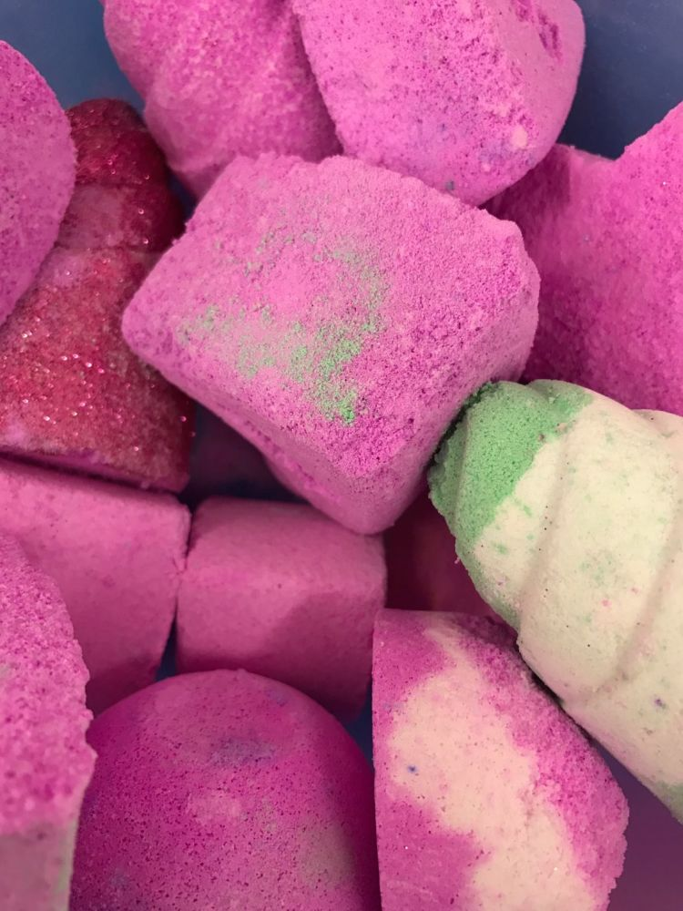 7 Kilo broken or seconds bath bombs
