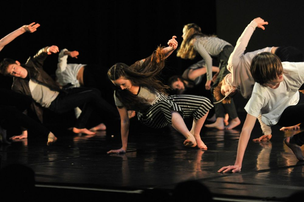 Wednesday Senior Contemporary Class 7-7.45pm (Ages 15yrs+)