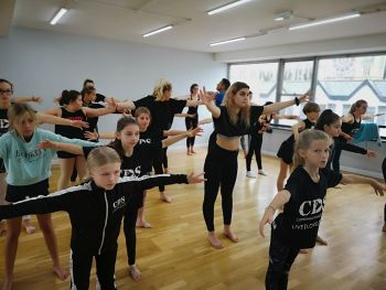 Wednesday Intermediate Commercial (CLASS 2) 5.15-6PM - (Ages 11-14yrs)