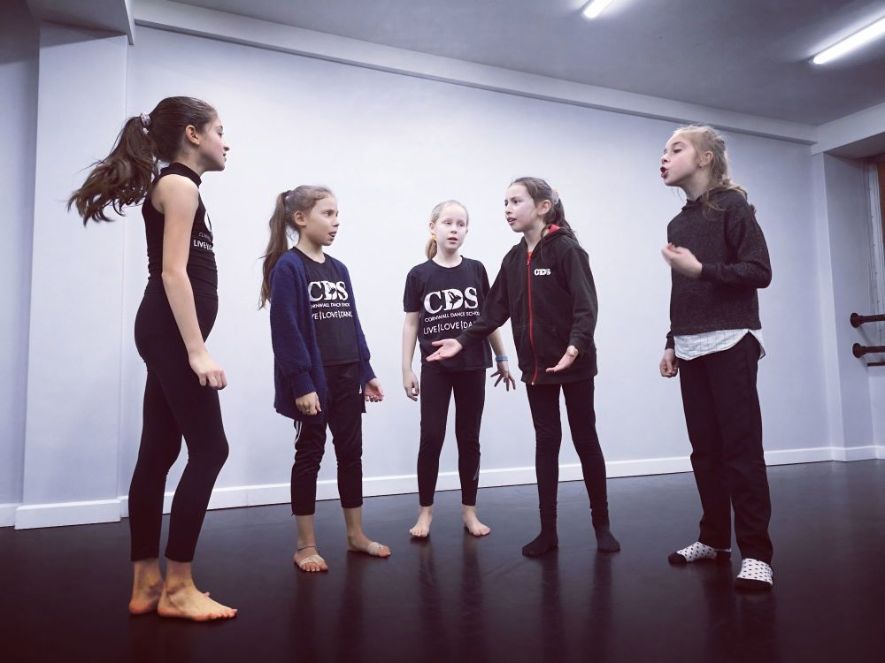 Friday Junior Musical Theatre (CLASS 2) 6.30-7.15PM - (Ages 9-12yrs)