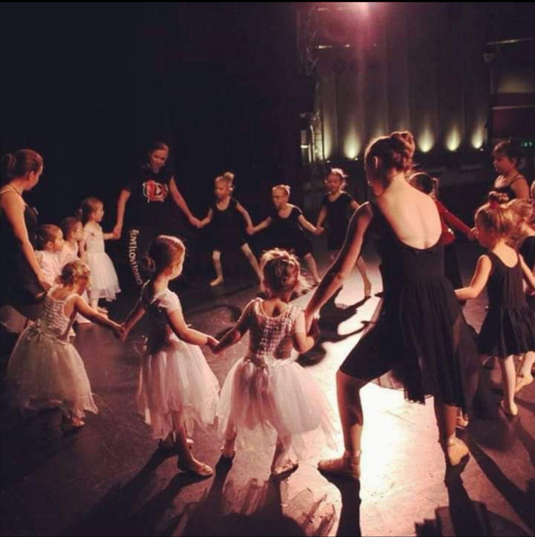 Saturday - Mini Stars Ballet & Contemporary (3-5yrs) - 11.15am-12pm.