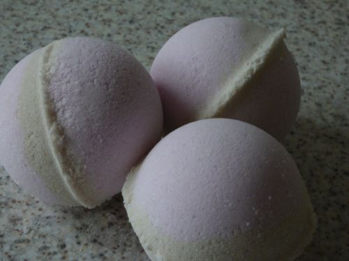 Almond & Cherry Bath Bomb
