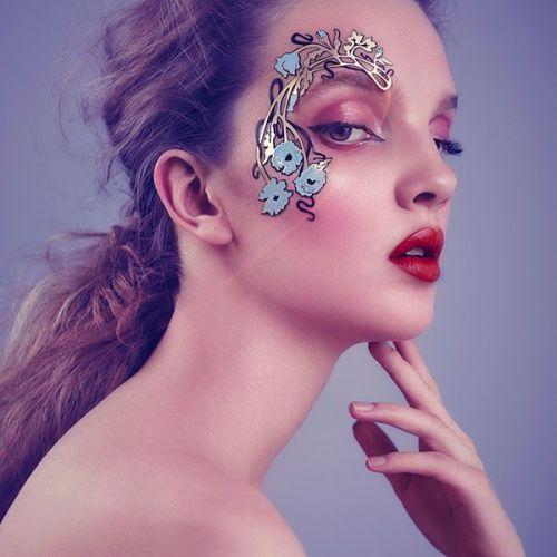 Face Lace Decorsage by Phyllis Cohen