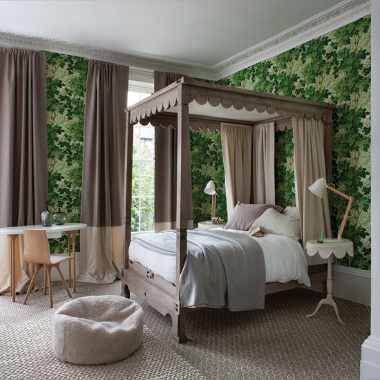 S16: 5 Forest-green-bedroom-with-four-poster-bed
