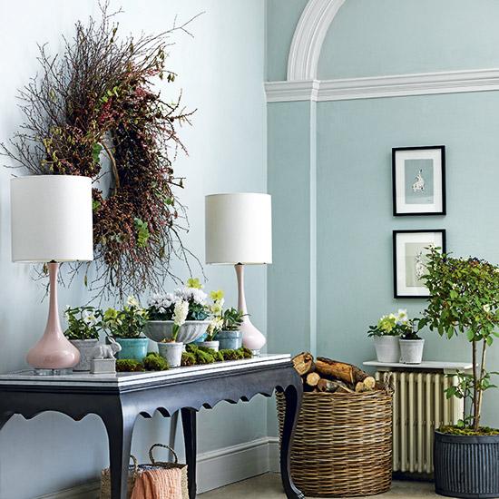 S16: 20 Homes-Gardens-Easter-flower-arrangements1