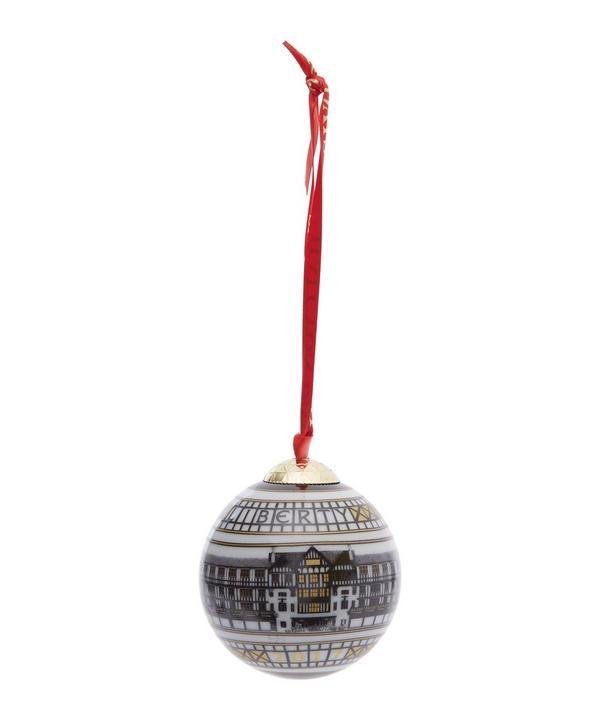 Christmas 17: 61 000549671-R136550006-1