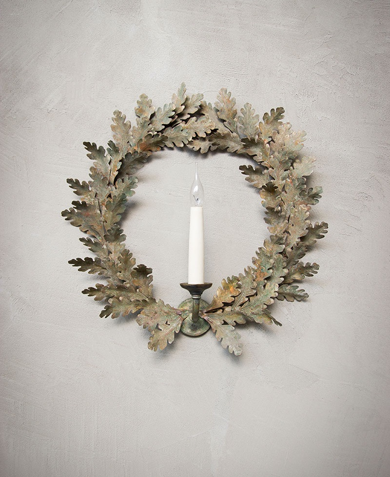christmas 18: 69 Oak-Wreath-Wall-Light