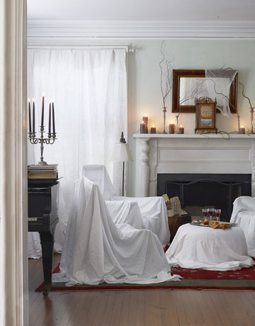 H: 4 DIY-Halloween-Decorations-sheets-over-furniture-1010-de